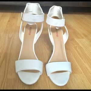 Shoes - Brand new white heels
